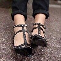 Рони Bouker 2018 лето осень Для женщин Стад заклепки Римские сандалии женские Повседневное острый носок плоский каблук Женская обувь с ремешком
