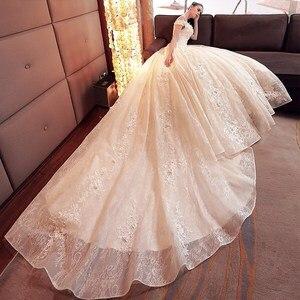 Image 4 - 2020 Floral Applique Vestido De novia con cola real Sexy barco cuello Vestido De novia De encaje largo tren Vestido De novia