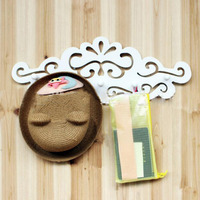 . High Quality White Hollow-out decorative pattern Wall Hook Rack Bathroom Bedroom Living Room Home Decoration Wall Hanger