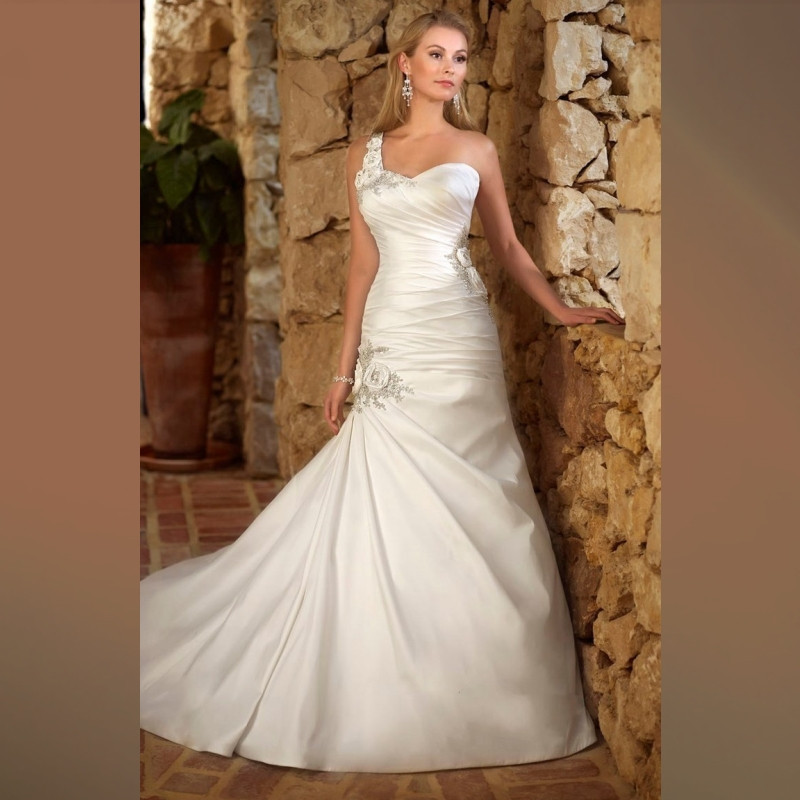 e9022cff0f4 Satin Wedding Dress Pleated Tight Package Hip Fashionable Robe De Mariage One  Shoulder Sweetheart Mermaid Wedding Dresses Formal-in Wedding Dresses from  ...