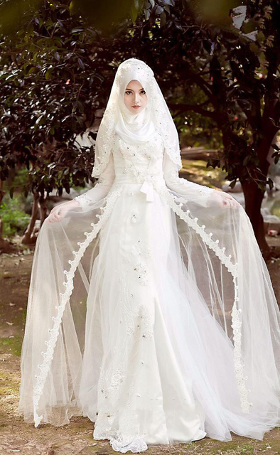 2015 Hijab Muslim Wedding Dresses Vintage Beaded Lace High Neck Long Sleeves White Crystal Arabic Bridal Gowns With Front Split