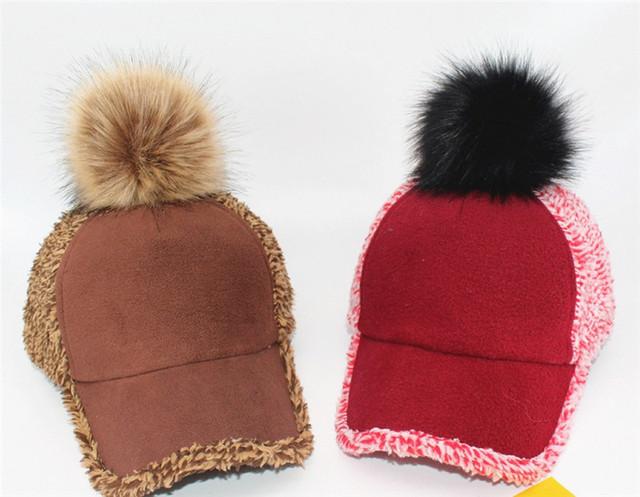 Nova pele de Guaxinim/Fox fur pompom Coral do velo blended mulheres inverno bonés de Beisebol chapéu Meninas moda quente raposa Rodada bola de cabelo atingiu o pico