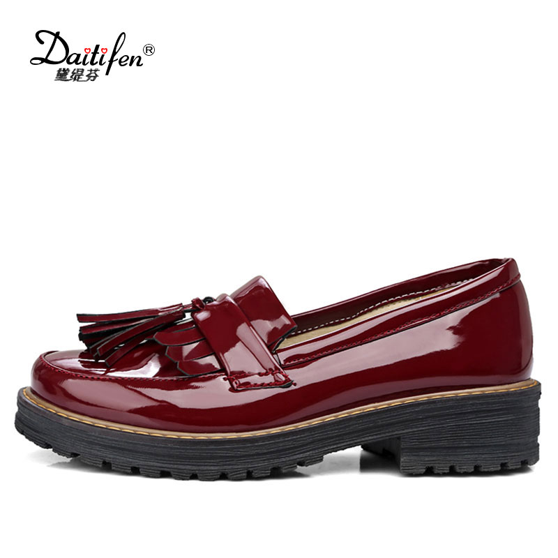 Daitifen 2018 Spring Fashion Low Heel Ladies shoes  Slip on Fringe Loafer Shoes Women Casual Round Toe Solid Color Flats Shoes daitifen 2018 spring elegant mental buckle pointed toe ladies flat shoe fancy flock shoes women flats casual slip on women flats