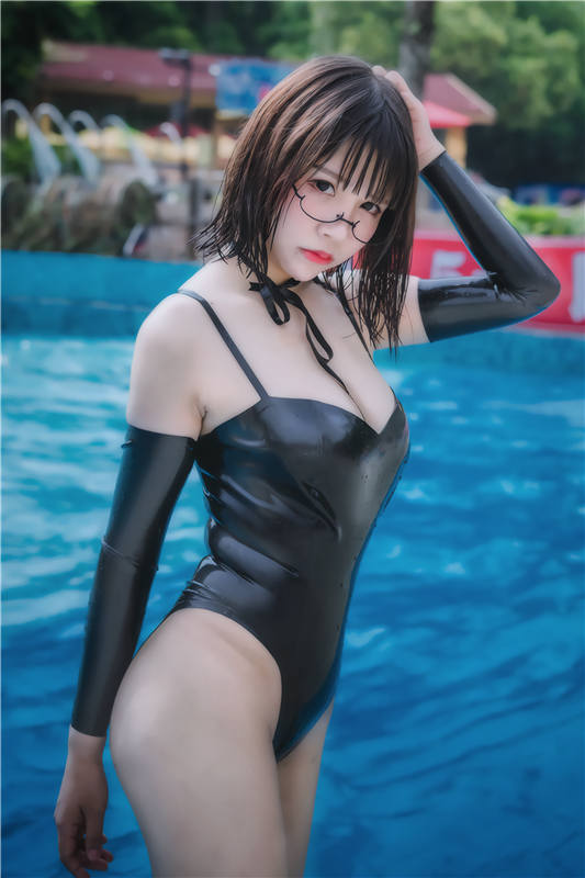 抱走莫子A:萤火虫长隆水上乐园 黑色乳胶泳衣[40P/215MB]