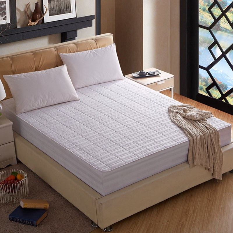 100 Polyester Fiber Sandwich Embroidery Bed Cover Mattress Cover