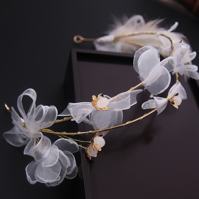A smart sweet Korean hair feather wreath head bride wedding  wedding jewelry accessories hair band