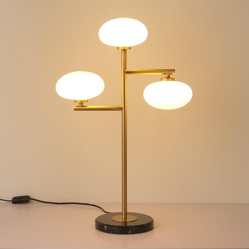 Nordique moderne minimaliste lampes de table pour salon blanc verre boule table lumière fer trépied laiteux rond boule lampe de bureau lecture