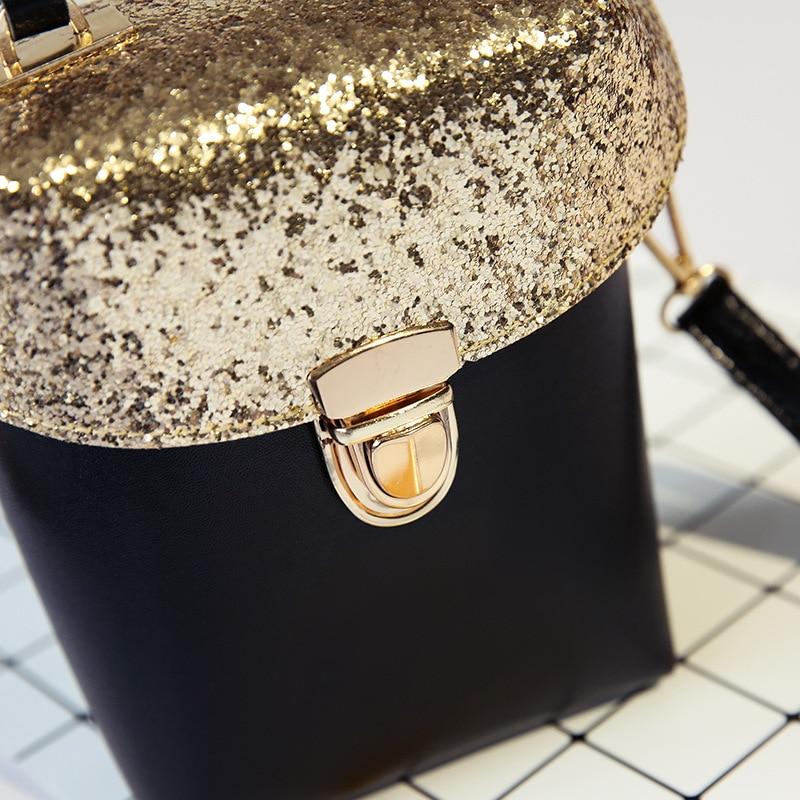 4a9a44ad7 Bolsa Feminina Transversal Snoopy Original Sp3602 Ótimos Resultados Formato  de Caixa Estampa de Sequins Material Plutônio Estilo Fashion Fecho com Zíper