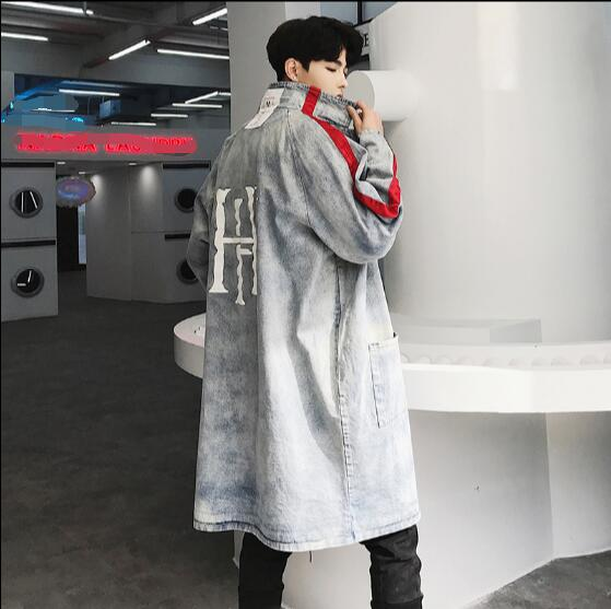 Printed denim windbreaker mens long loose Korean youth style handsome denim jacket trench coat.