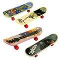 1 PCS Nova Venda Quente Bonito Brinquedo das crianças Dos Miúdos Do Favor de Partido Mini Placa do Dedo Skate Boarding Fingerboard Brinquedos Presente de Natal
