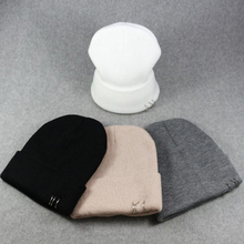 winter head hat cap unisex warm knitting wool cap hat skullies beanies plain headgear cap soft knit hip-hop white black hats недорго, оригинальная цена
