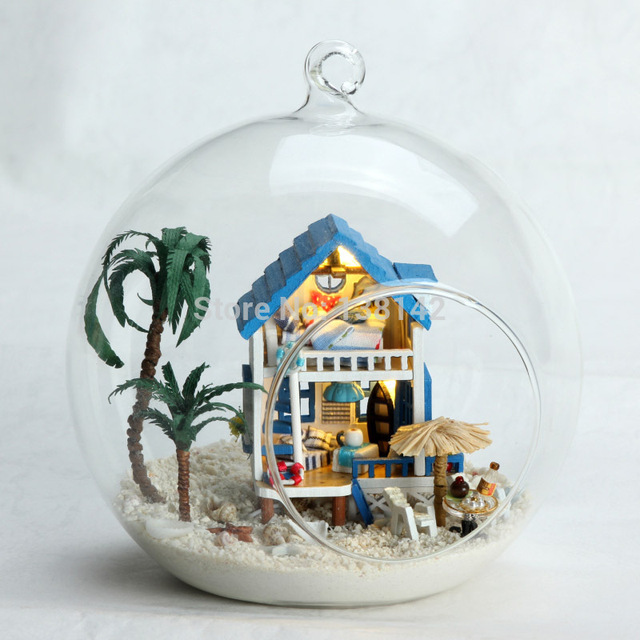 MG004 New Mini Aegean Miniature Seaside vacation house dollhouse led light doll house in Glass ball diy toys free shipping