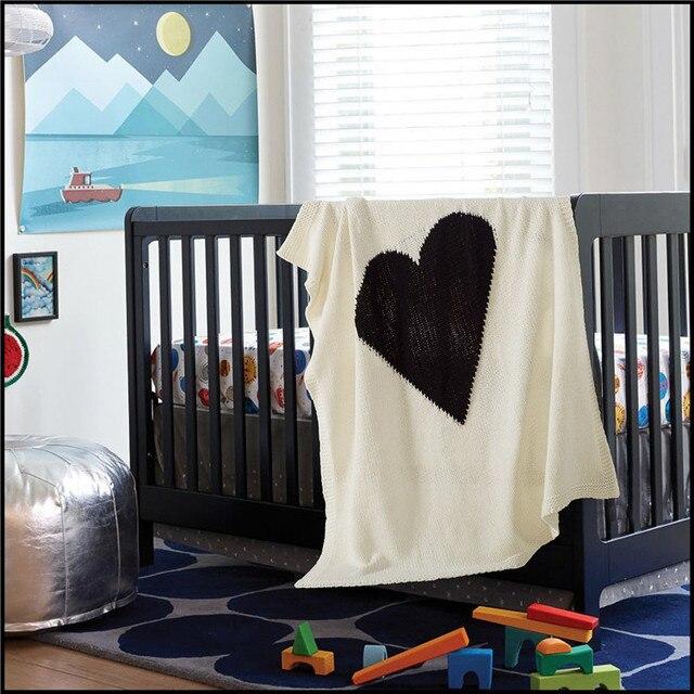Blanco negro del diseño del corazón manta de tejer, hilo de algodón ...
