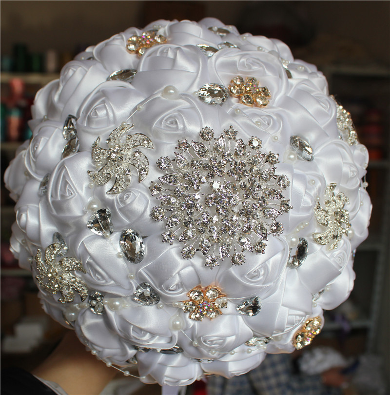 Cheap Flower Handmade White Bridal Wedding Bouquet Pearl Jewelry Brooch And Silk Roses Wedding