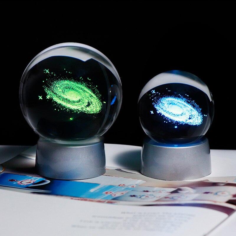 3D Galaxy Universo Bola Miniatura Gravada A Laser Globo com Base de LED Colorido Acessórios de Decoração Para Casa Ornamento da Esfera De Vidro