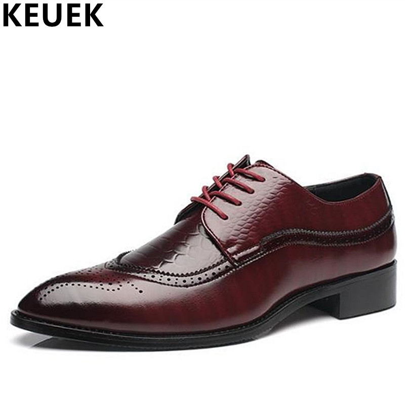 Plush size 37 48 Business dress shoes Bullock carved Pointed Toe men s leather shoes British