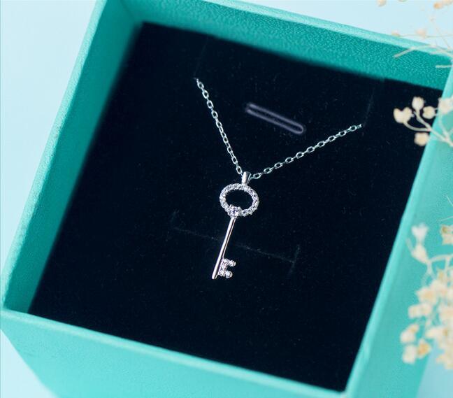 100% Reais. 925 prata esterlina jóias amor chave pingente colar com cristais brancos cz rolo corrente 18 polegada presente feminino gtlx1011