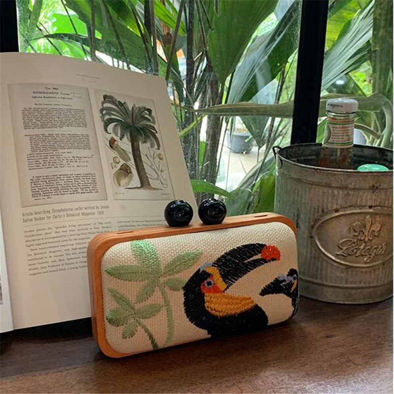 Parrot embroidery Design Messenger Bag Fashion Wood Style Women s Party Clutch Bag Chains Purse Ladies