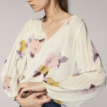 2018 Women'S Blouse Floral Print V Neck Lantern Sleeve Casual Tops Female Chiffon Back Lace-Up Women Tee Shirt flower print lace up fluted sleeve blouse
