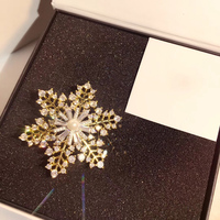 New Hot Brand Fashion Jewelry For Women Jewelry Snowflake Pearl Brooches Yellow Gold Color Design Winter Christmas Brooche Style