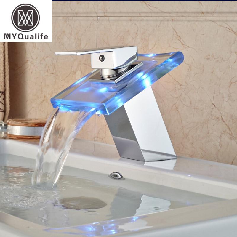 Роскошные светодио дный Цвет Изменение смеситель ванная комната Палуба Гора Водопад Стекло Смесители хромированная отделка