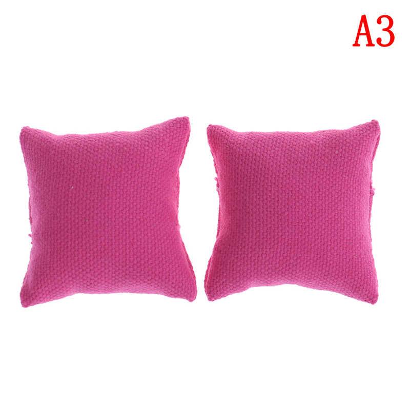 1/12 Mais Novo Travesseiro Almofadas Para Sofá Sofá Cama Casa De Bonecas Móveis Em Miniatura Brinquedos Sem a Cadeira Do Sofá 2 pçs/lote