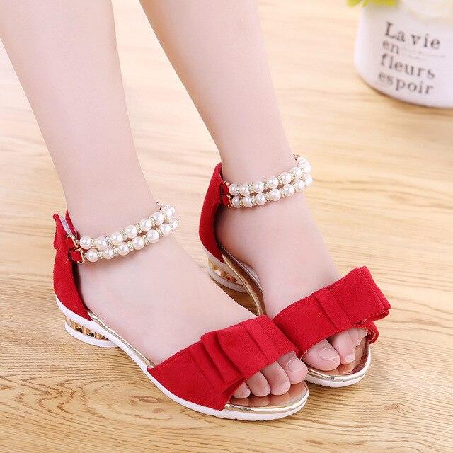 2016 Новые дизайнерские сандалии девушки лето сладкий замши лук pearl beach сандалии детей девочек Принцесса обувь черный красный цвета