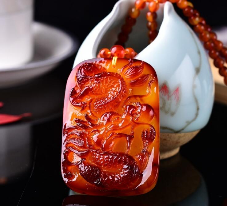 Haute qualité naturel miel cire rouge jadéite dragon marque jadéite collier pendentif dragon et jades Phoenix pendentif