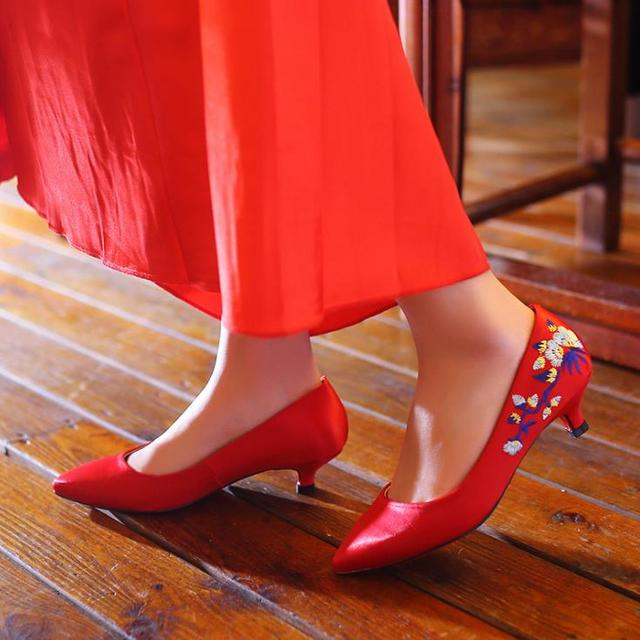 2017 Top Quality Women Fashion embroidered Red Wedding Shoes bride High heels Shoes Women