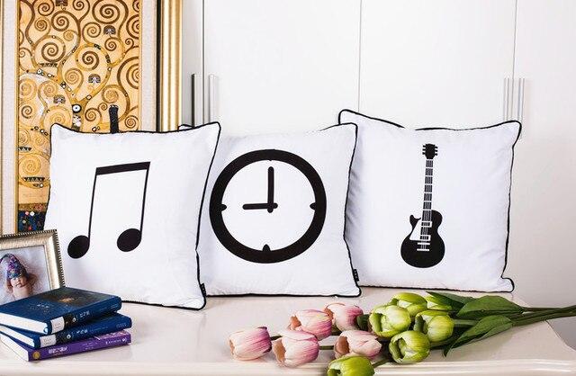 Divano Nero Cuscini : Moderno bianco e nero cuscino nota musicale chitarra lampadina