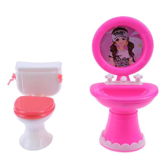 2 adet Banyo Mobilya Bebek Aksesuarları Plastik lavabo tuvalet seti için Bebek Evi Mobilya Çocuklar Rol Oynamak Oyuncak Hediye