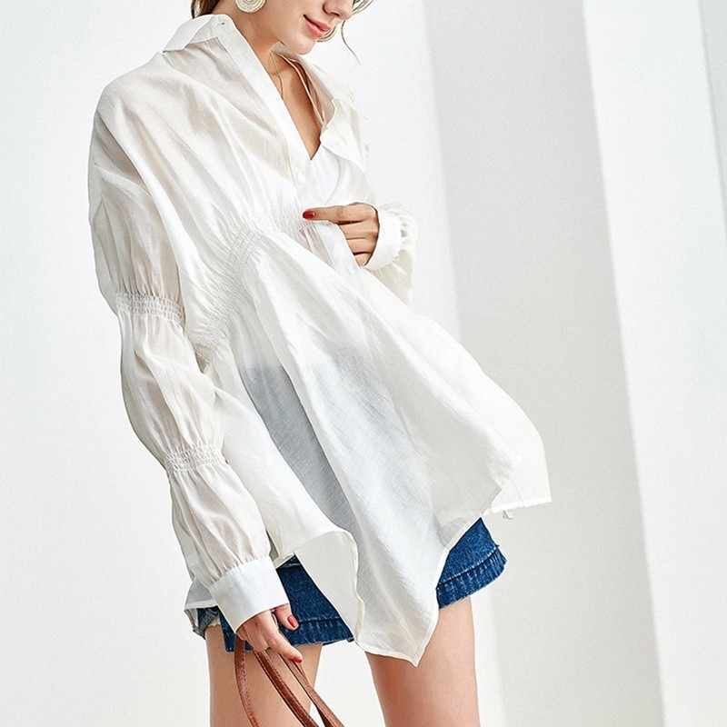 TWOTWINSTYLE Sopro Camisa de Manga Comprida Para As Mulheres Chiffon Lapela Collar Ruched Dividir Irregular Blusa Verão Outono Roupas Da Moda Coreano