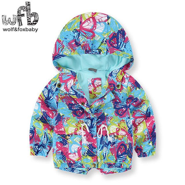 Venta al por menor 2-8 años abrigo de mangas de mariposa de impresión A Prueba de Viento con capucha cabritos de la capa niños primavera otoño otoño