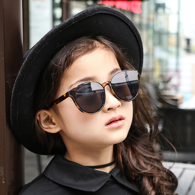 Haute Qualité 2018 Enfants lunettes de Soleil Marque Bébé Filles Lunettes  De Soleil Enfants Lunettes de 6d51b5931b19