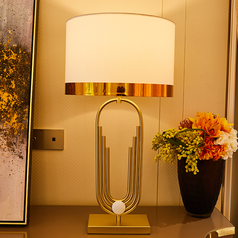 American Retro Light Luxury Personality Metal Table Lamp Nordic Minimalist Design Fashion Table Lamp For Living Room Bedroom