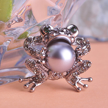 Simulated Pearl Brooches For Women Toad Shaped Luck Animal Broche Crystal Paved Delicate Scarf Pins Indian Jewelry Dress Joyeria