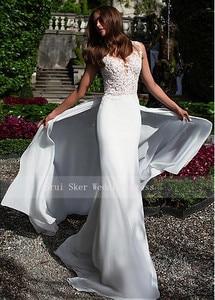 Image 2 - Aantrekkelijke Chiffon Jewel Hals Schede Trouwjurken met Trein Fashion Bruidsjurken Sexy Illusion Terug met Applicaties