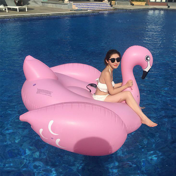 Custom Lovely Animal Shape Swan Inflatable Swim Rings For Children And Adult , PVC Swimming Pool Float