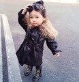 2016 Niñas Abrigo de Invierno Englland Estilo Largo Trench Coat para las niñas de Cuero de Imitación de Ropa de Las Muchachas de Piel Parkas Outwear Negro Cape