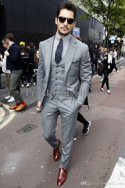 c3daffdb345b0 2017 Custom made Erkek Açık Gri Takım Elbise Moda Resmi Elbise Erkekler  Suit Set erkekler düğün takımları damat smokin (Ceket + pantolon + Yelek +  Kravat)