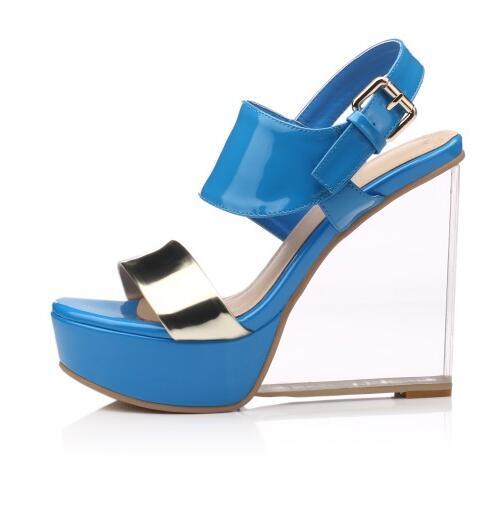 ФОТО New fashion transparent heels woman sandal 2017 patent leather platform wedge sandal blue buckle strap sandal gladiator sandal