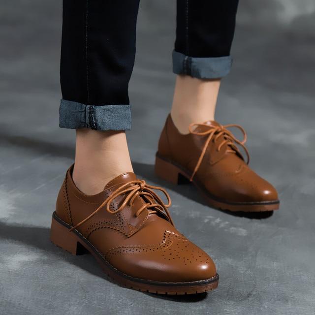 bb3c8c5eb Moda Estilo Britânico das Mulheres Derby Sapato Brogue Flats das Mulheres  Saltos Grossos Estilo Preppy Vestido