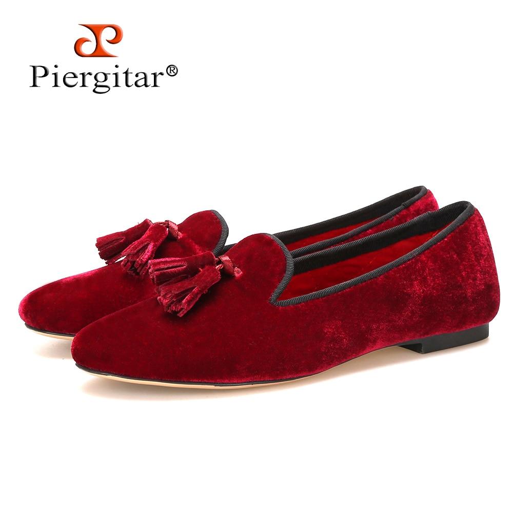 Piergitar Nieuwe handgemaakte vrouwen fluwelen schoenen met kwastje wijn rode kleur vrouwen Casual en Party loafers vrouwen jurk flats