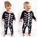 2016 Otoño Nuevo bebé de La Manera muchacha del muchacho de los mamelucos ropa de bebé de manga Larga negro Esqueleto patrón mono recién nacido ropa infantil s