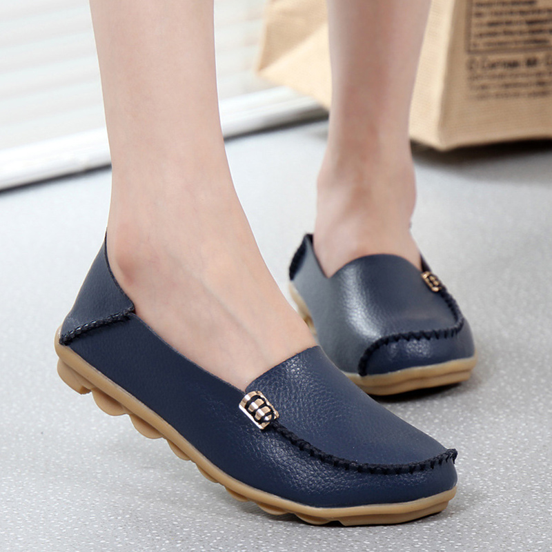 New Women Flats Genuine Leather shoes Flat Gommino Moccasin Loafers Casual Ladies Slip Cow Driving Boat