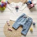 Estilo Gentleman 2017 Verano de Los Bebés Ropa Conjuntos Trajes De Bebé De Algodón Niños Ocasional de Los Deportes Camiseta de los Juegos + Rejilla pantalones