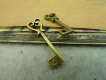 40 шт. 7 x 25 мм античная бронзовая прекрасный мини филигрань ключ шарм кулон c3376