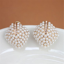 купить 1 Pair Female Retro Sweet White Pearl Rhombus Earrings Girls Elegance Fashion OL Style Women Crystal Rhinestone Stud Earrings по цене 42.9 рублей