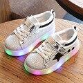 2017 primavera diseño niños brillan zapatillas luz led casual shoes niños niñas sport shoes brillante primero andadores para bebés