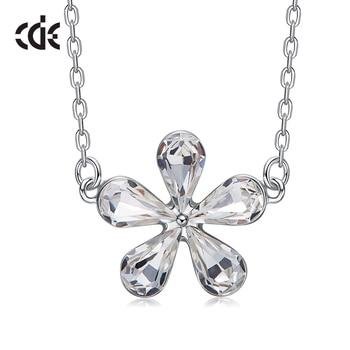 917baabb5b01 CDE adornado con cristales de Swarovski tipo de flor colgante ...